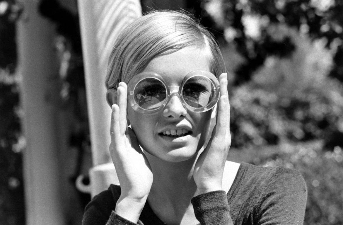 Model Twiggy Black and White Photo